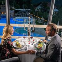 Dinner for 2 in the romantic lounge above the pool